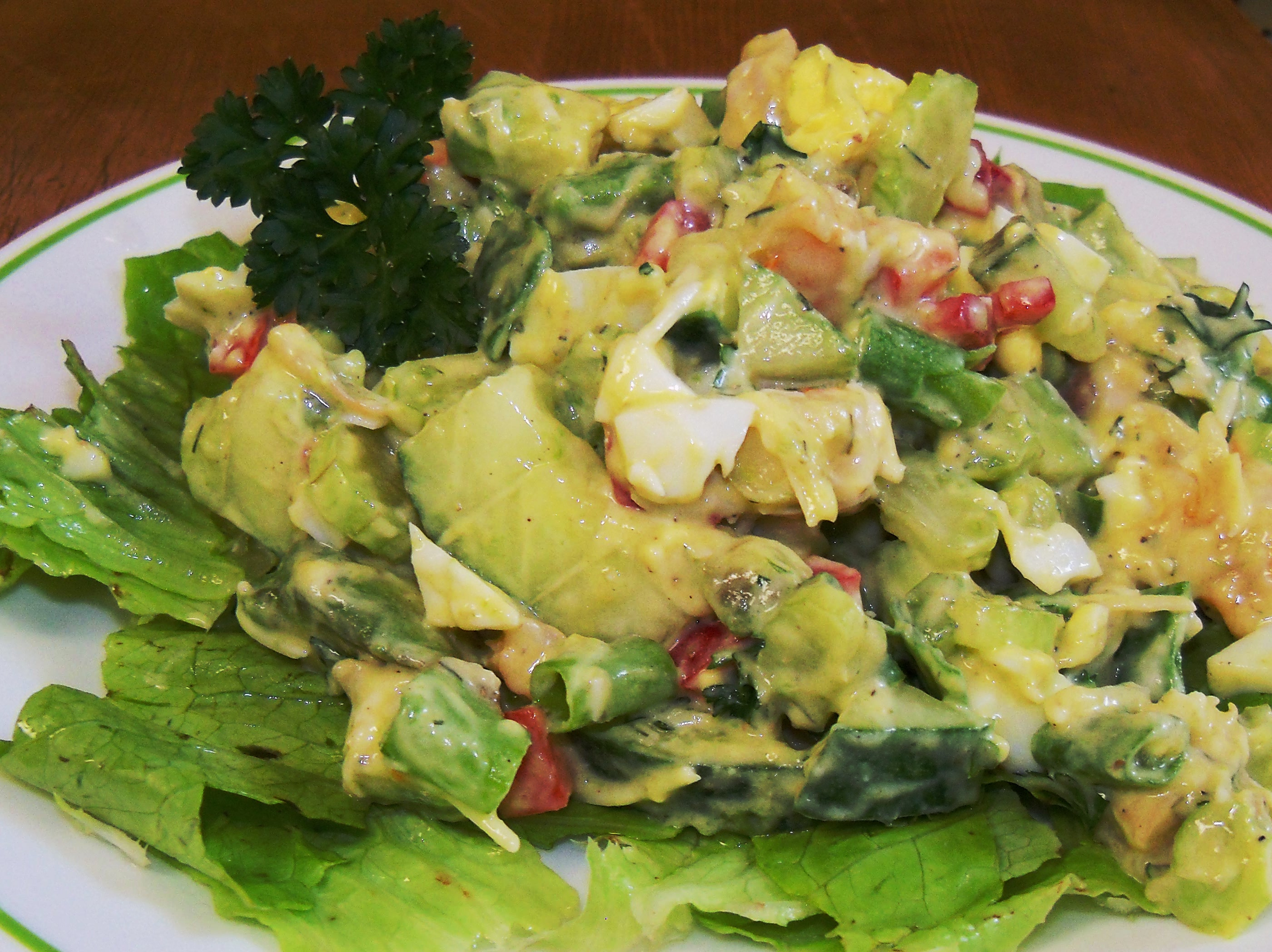 SPINACH SHRIMP AND AVOCADO SALAD